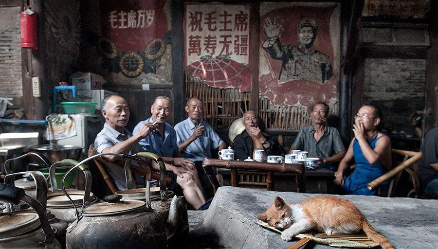 Apprécier la vie dans une maison de thé centenaire à Chengdu