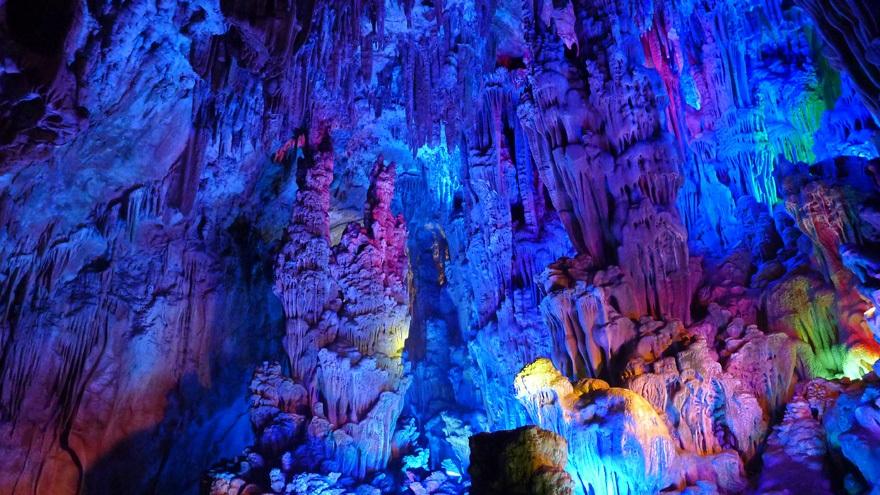 Les splendeurs de la grotte de la Flûte de Roseau à Guilin