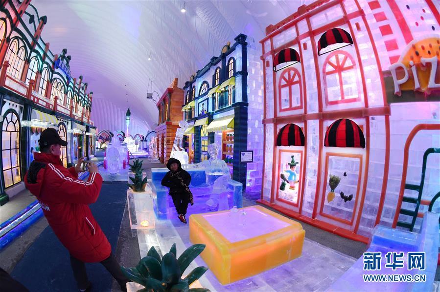 Le monde de glace et de neige de harbin ouvre un parc for Amusement interieur