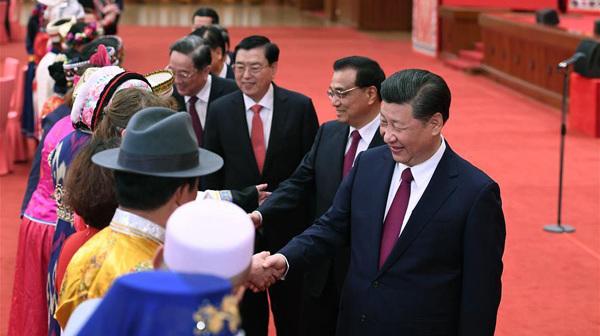 Xi Jinping assiste à un rassemblement avec des législateurs et conseillers politiques issus des minorités ethniques
