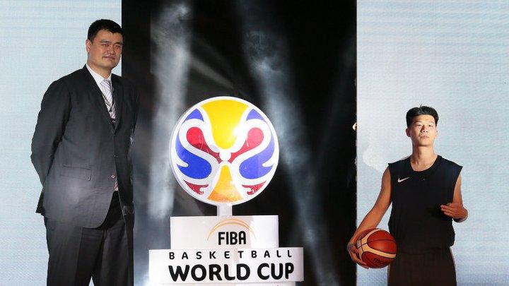 Yao Ming participe à la cérémonie de dévoilement de l'emblème du Mondial de basket 2019