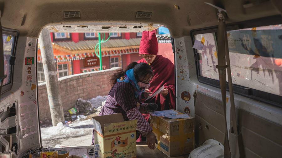 Yongdan Sangbo, lama tibétain et fan d'achats en ligne