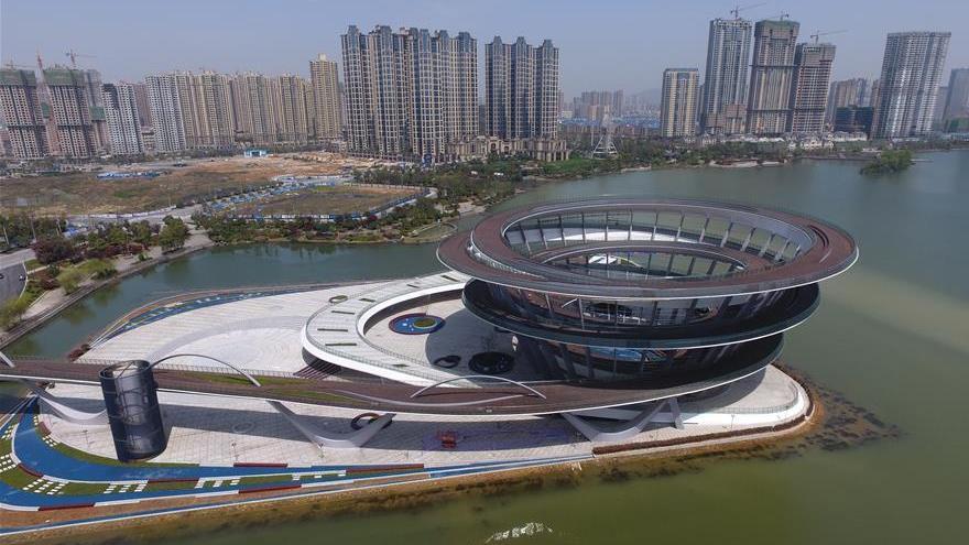 Hunan : une nouvelle plate-forme en spirale embellit le lac Meixi