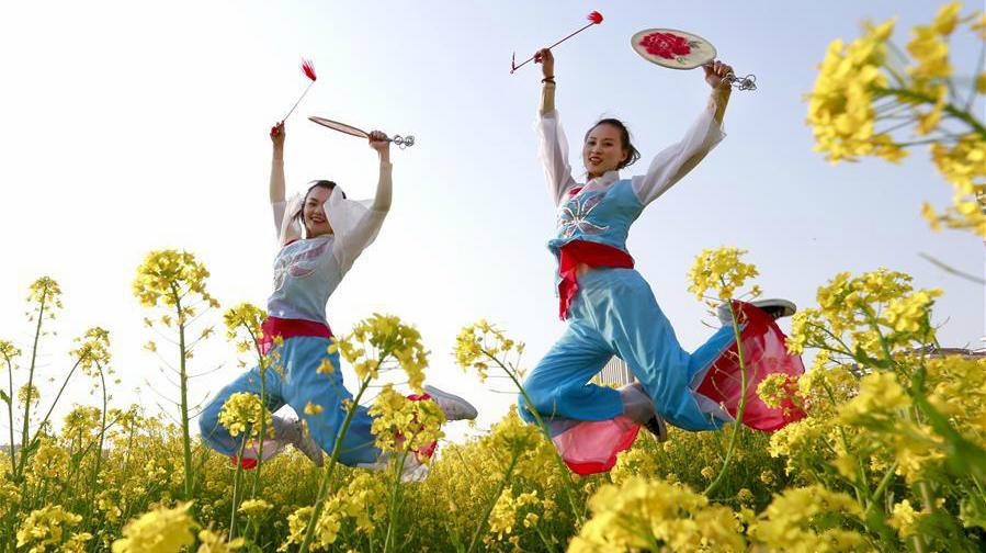 Photos : la danse de la pêche près du lac Hongze