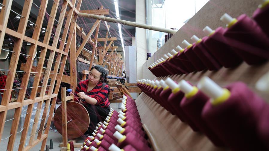 Zhangjiajie : le brocart de l'ethnie Tujia aident les paysants à s'enrichir