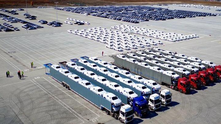 Première exportation de voitures de luxe chinoises vers les États-Unis