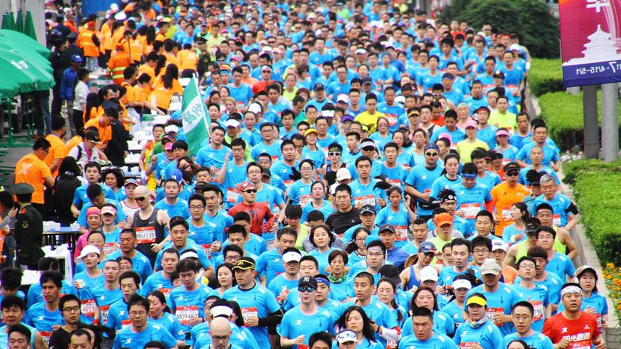 20 000 personnes participent au demi-marathon de Beijing