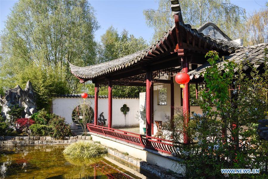 En Photos Le Jardin Yili Pres De Paris