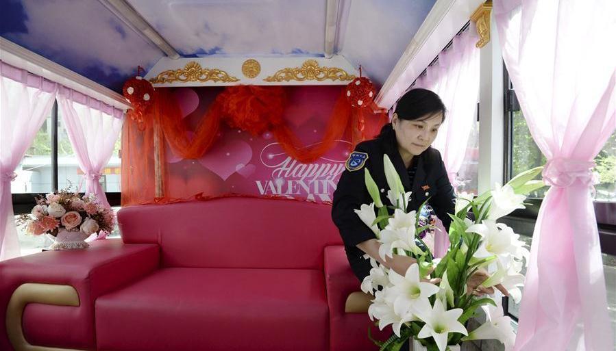 Hebei : un autobus comme voiture de mariage !