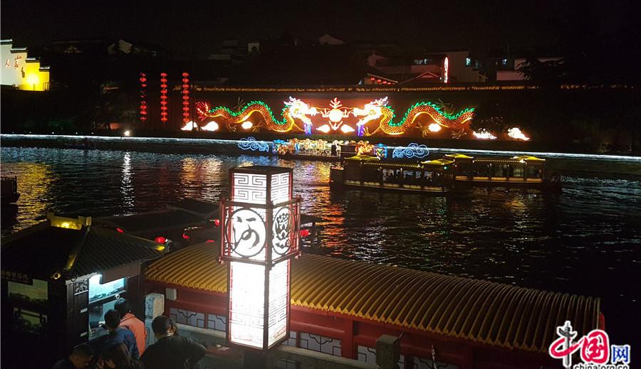 Nanjing : Le temple de Confucius illuminé de milles couleurs