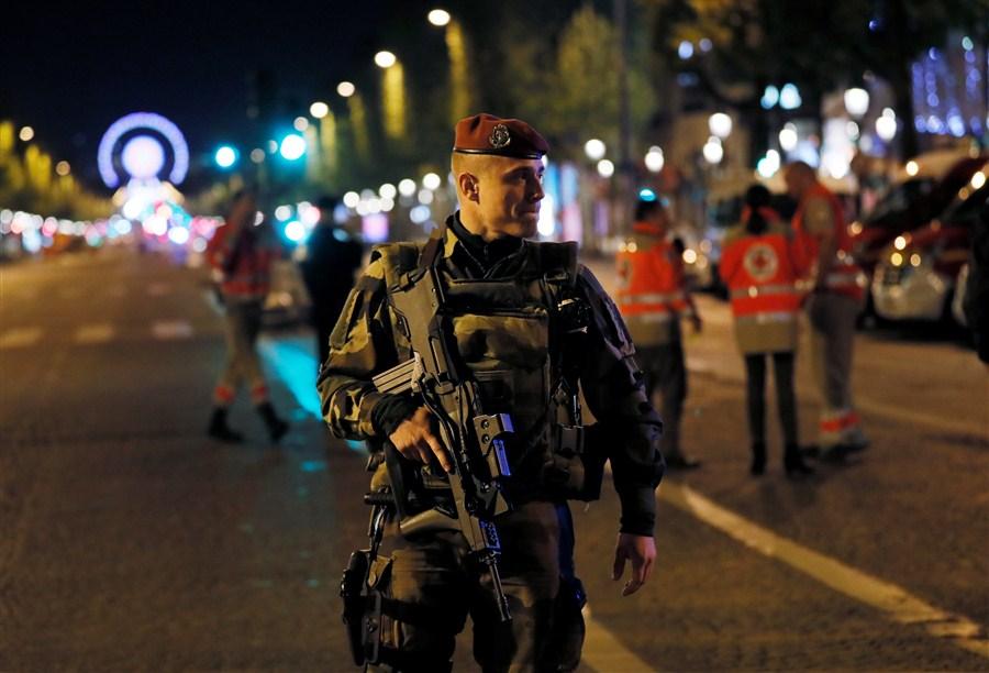 L'EI revendique la fusillade sur les Champs-Elysées