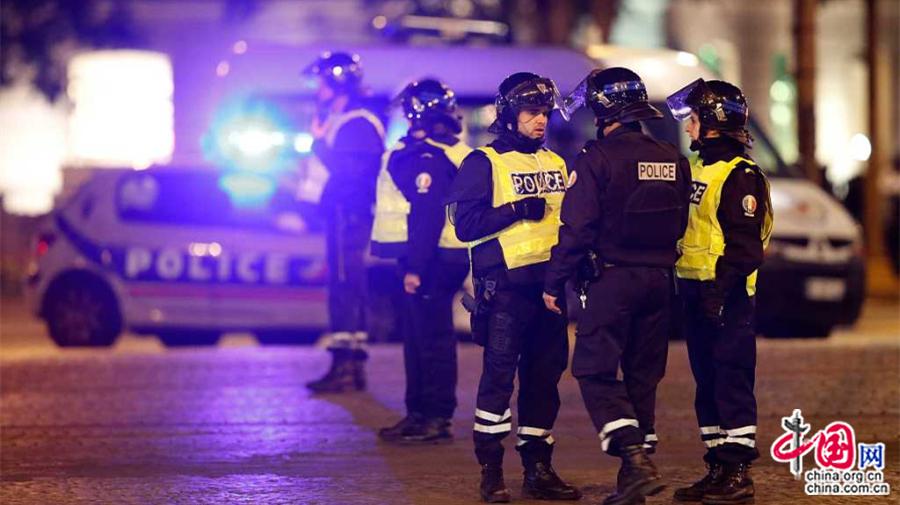 La présidentielle française bouleversée par une fusillade à Paris