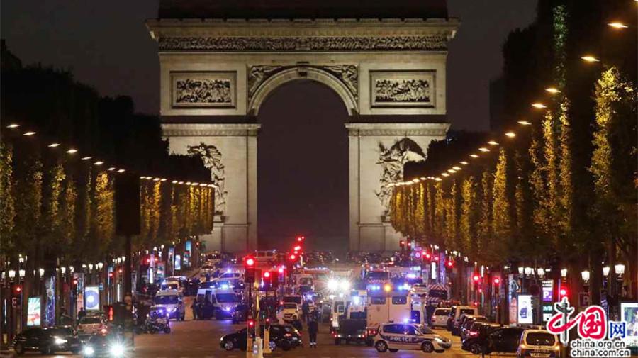 France : réactions des candidats à la présidentielle suite à la fusillade sur les Champs-Elysées