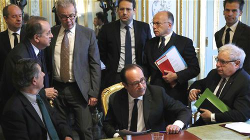 Après l'attaque de Paris, le terrorisme revient au cœur de l'agenda électoral français
