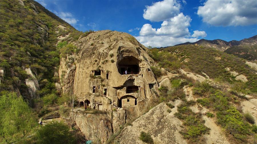 En visite dans une grotte rocheuse de la dynastie des Wei du Nord dans le nord de la Chine