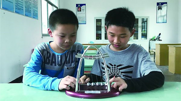 L'« invention magique » de deux écoliers pour les portables