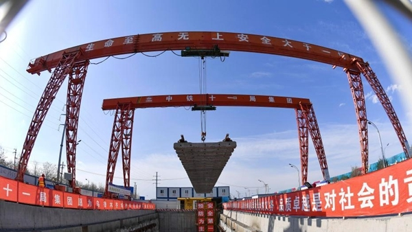 Xinjiang : la ligne 1 du métro d'Urumqi en pleine construction