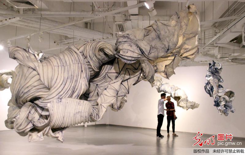 Remarquable Découvrez la première exposition de sculptures de papier de Peter VM-11