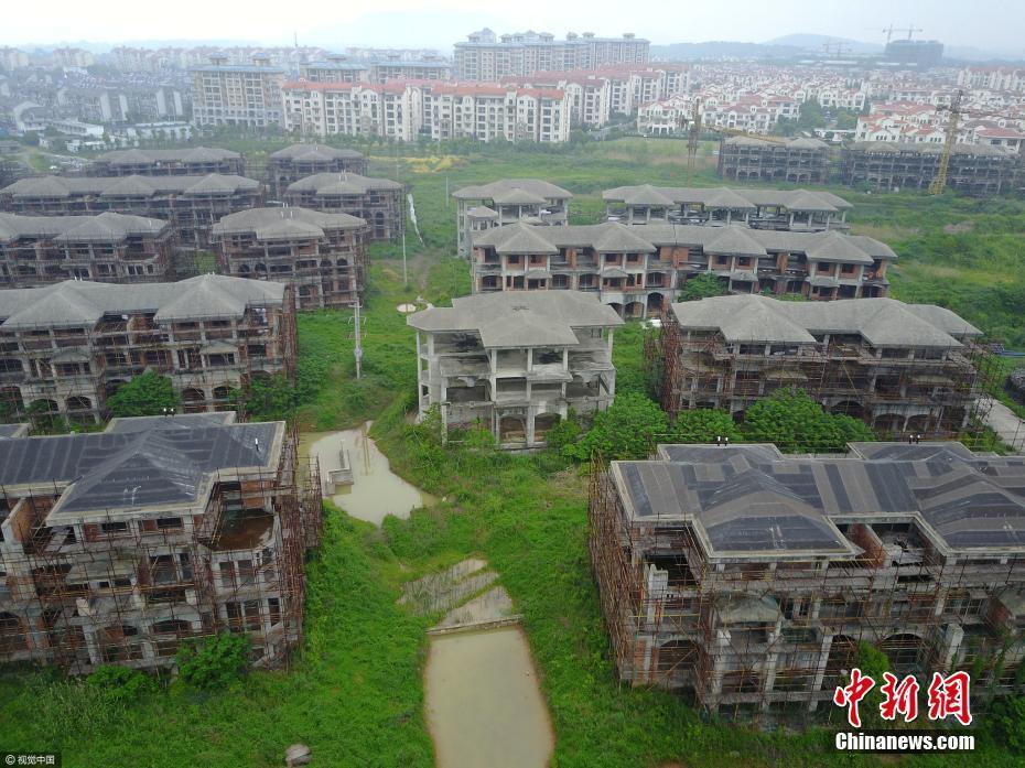 Photos : un chantier de villas abandonnées dans l'Anhui