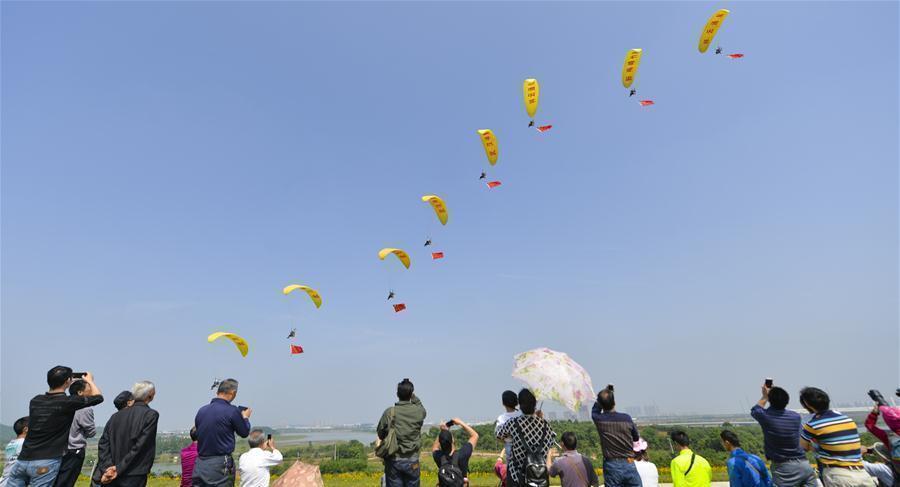Hubei : un concours de sports aériens à Wuhan