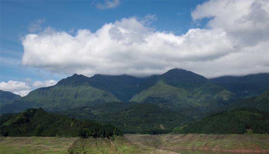 Découvrir « la plus belle montagne en forme de table » dans la province du Sichuan
