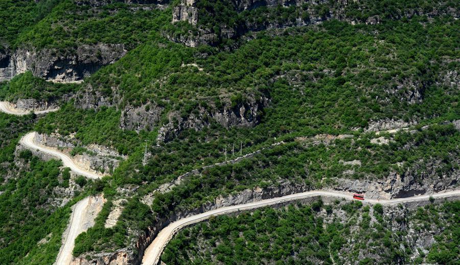 Shanxi : une route qui serpente le long du mont Taihang