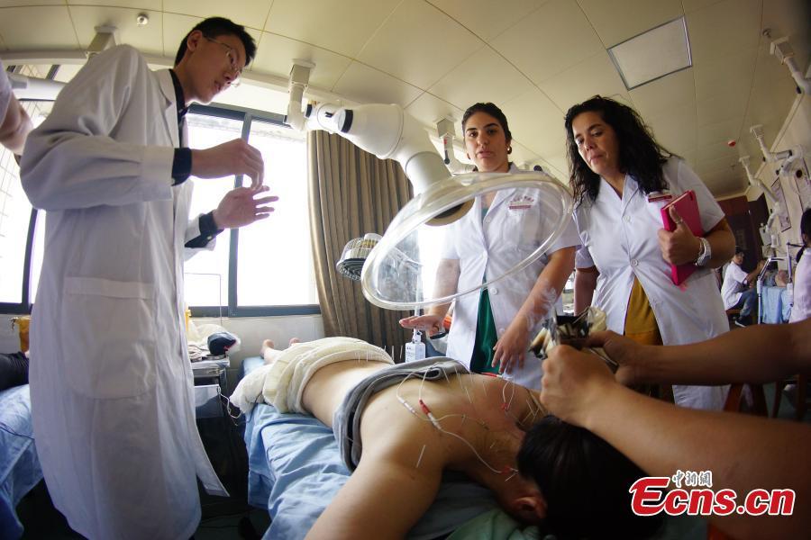 Une université du Jiangxi propose des cours de médecine traditionnelle chinoise pour étrangers