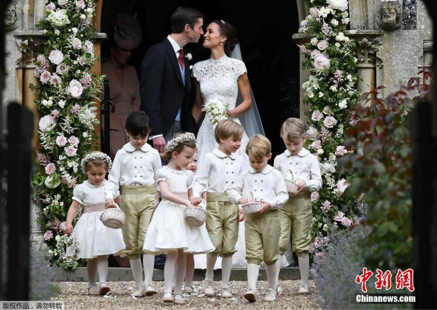 Mariage de Pippa Middleton : Kate en rose, George et Charlotte en blanc