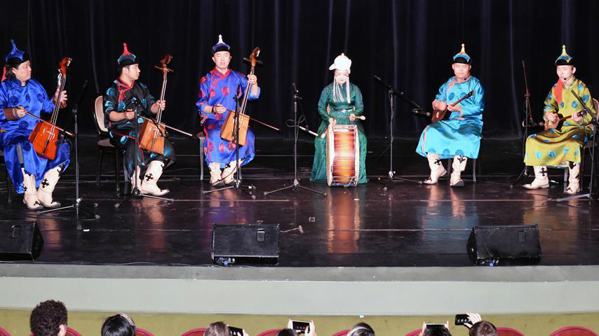 L'art folklorique de la Mongolie intérieure apprécié par les spectateurs français