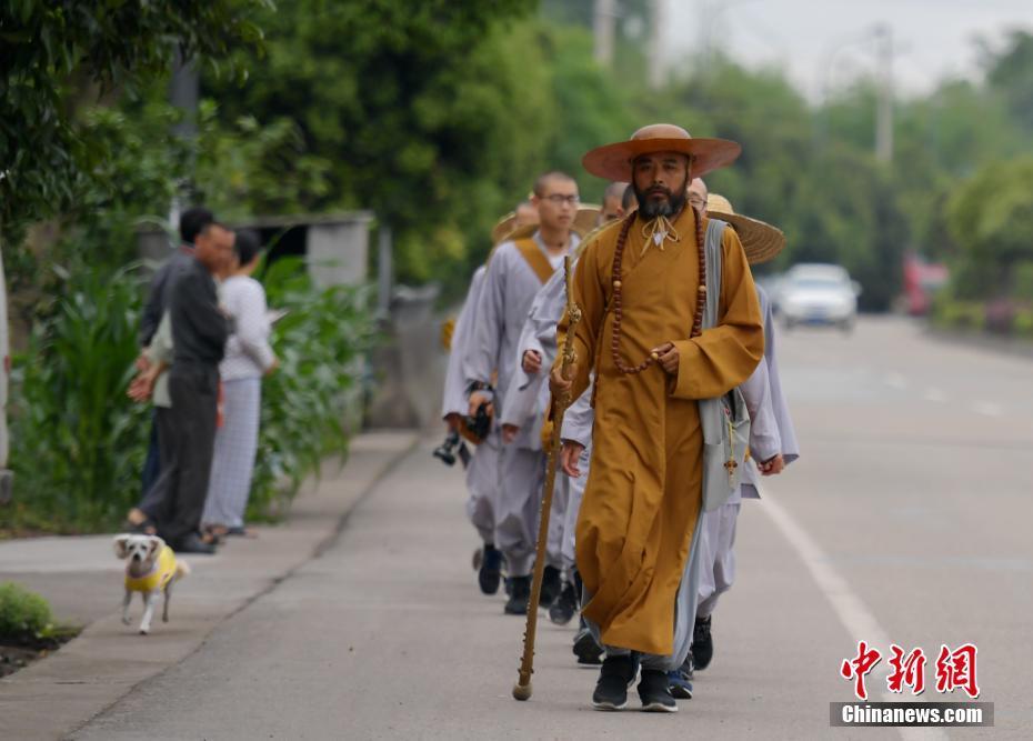 2600 km en 86 jours : l'expédition des moines de Shanghai pour le mont Emei