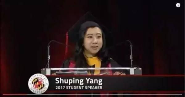 La controverse sur un discours de remise des diplômes continue