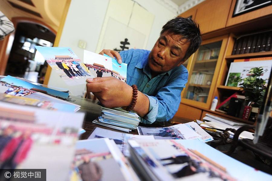Photographe depuis 38 ans place Tian'anmen, il a enregistré les nombreux changements de la Chine