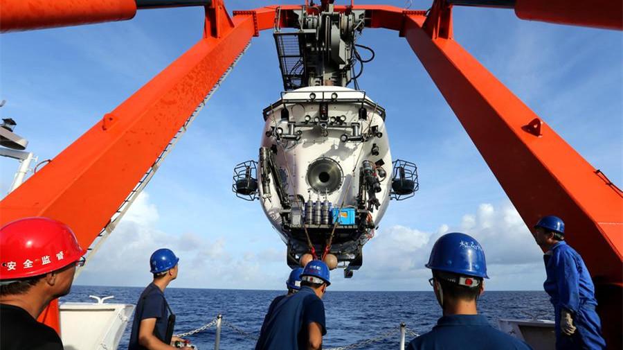 Le sous-marin Jiaolong descend à plus de 6 km de profondeur dans la fosse des Mariannes