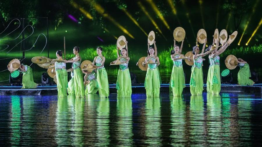 Inauguration de la 22e édition du Festival international du tourisme de Zhouzhuang