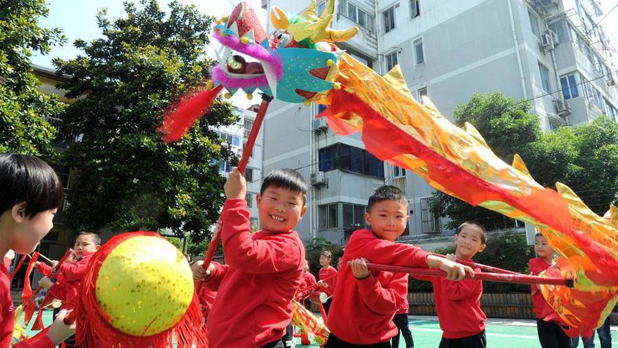 L'arrivée de la fête des Bateaux-Dragons célébrée dans toute la Chine