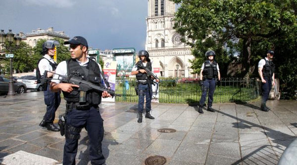 L'assaillant de Notre-Dame a crié « c'est pour la Syrie » avant d'être abattu par la police
