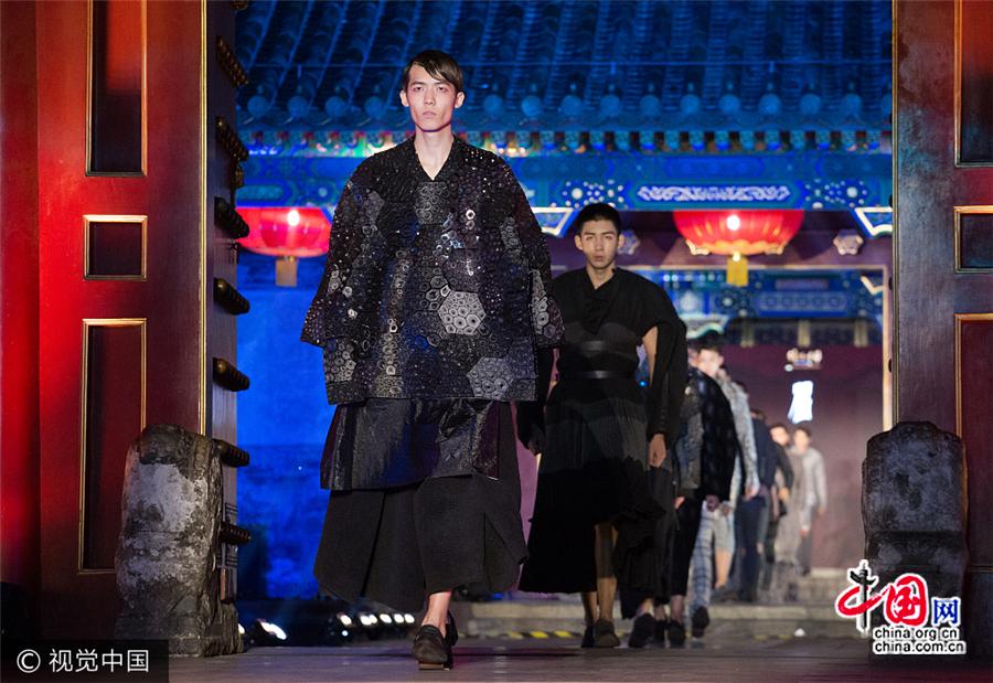 Le style chinois revisité : un défilé de mode dans une résidence centenaire à Beijing