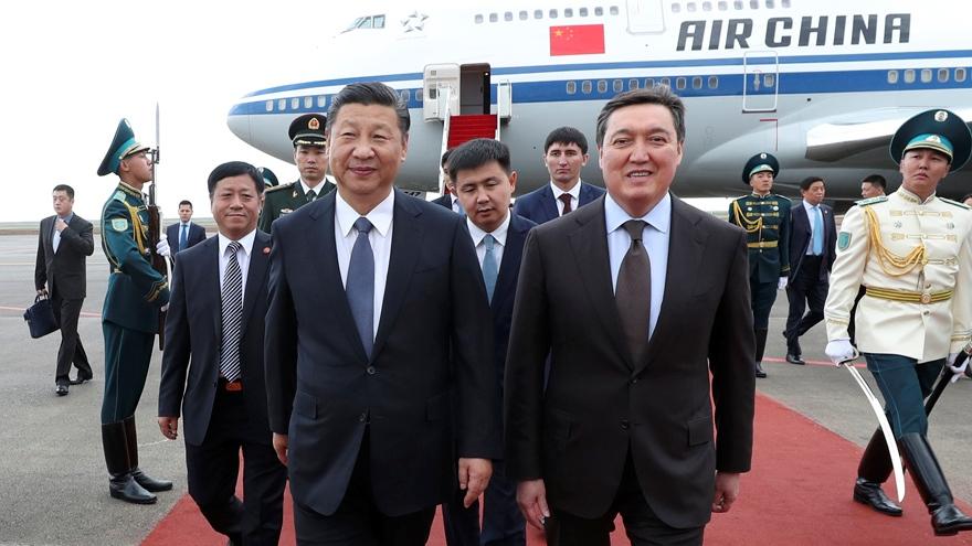 Le président chinois arrive au Kazakhstan pour une visite d'Etat, le sommet de l'OCS et l'Expo 2017