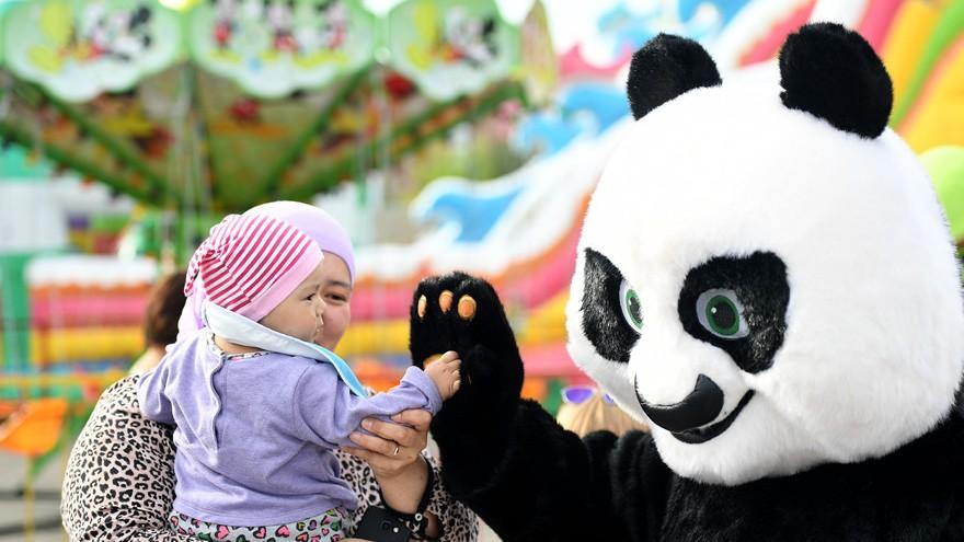 Un joyeux représentant de la Chine à Astana, au Kazakhstan