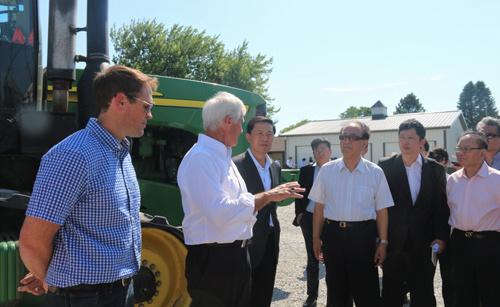 Des groupes de réflexion chinois visitent une ferme américaine pour renforcer la coopération agricole