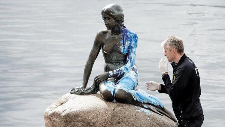 La Petite Sirène de Copenhague une nouvelle fois recouverte de peinture