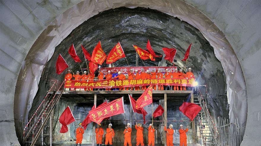 Achèvement du dernier tunnel de la ligne ferroviaire Lanzhou-Chongqing