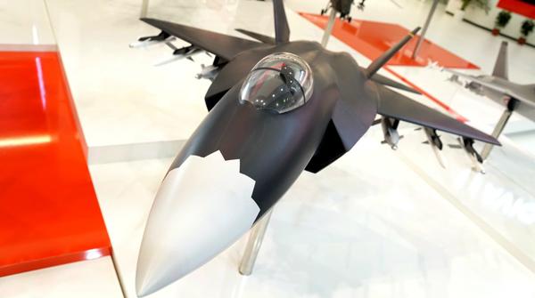 La Chine expose son chasseur FC-31 au salon du Bourget