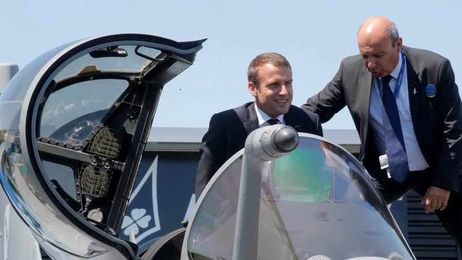 Emmanuel Macron ouvre le Salon de l'aviation de Paris en faisant la promotion des activités de défense aéronautique