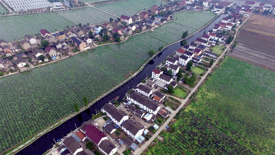 Zhejiang : la petite ville de Jiashan vue du ciel