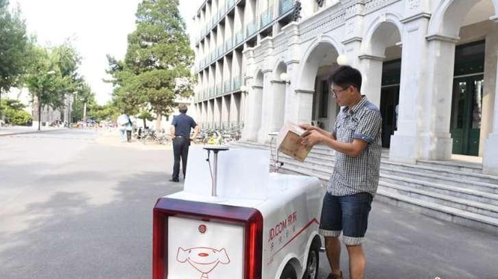 Livraisons commerciales avec des véhicules sans chauffeur dans des universités chinoises