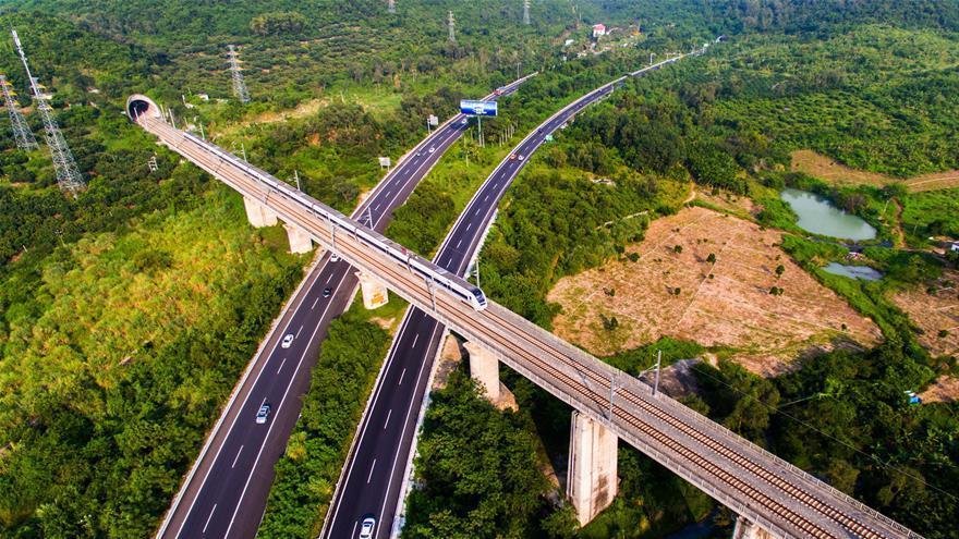 Hainan : la ligne ferroviaire périphérique apporte de grands changements à l'île