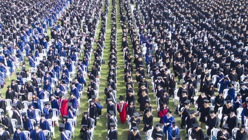 La cérémonie de remise de diplôme de l'Université de Wuhan vue du ciel