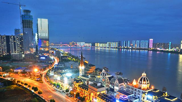 Le Centre financier de Changsha, sur la rive ouest du Xiangjiang