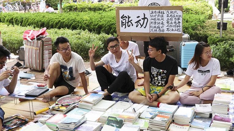 Les marchés aux puces des universités très populaires à cette saison